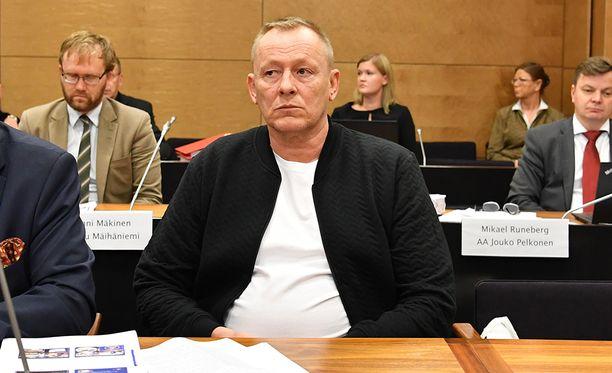 Entinen rikollispomo Keijo Vilhunen Aarnio-tapauksen oikeuskäsittelyssä lokakuussa 2017.