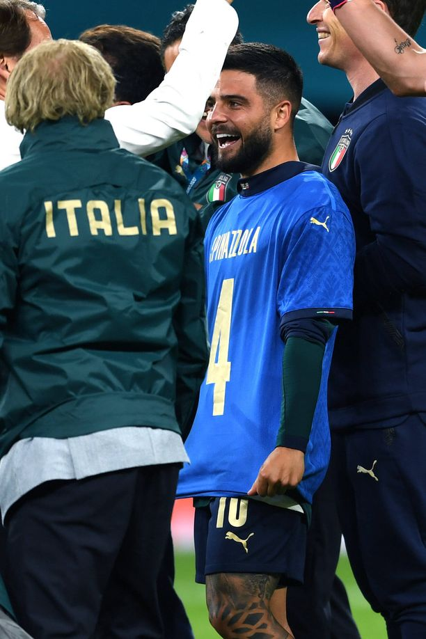 Lorenzo Insigne pukeutui Leonardo Spinazzolan paitaan ennen rankkareita.