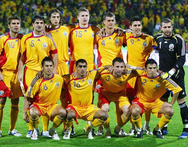 LAAJA RINKI. Romania käytti EM-karsinnoissa peräti 39 eri pelaajaa.
