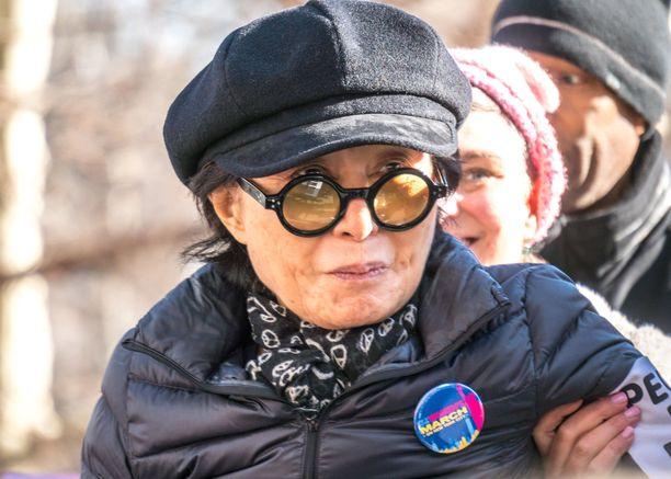 Yoko Ono on fyysisesti huonossa kunnossa.