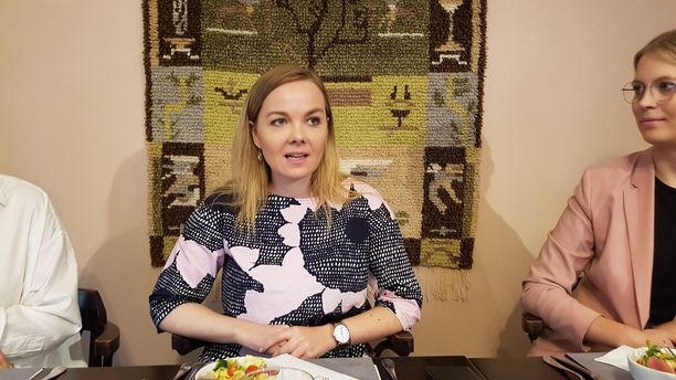 Keskustan uusi puheenjohtaja Katri Kulmuni politiikan toimittajien vieraana maanantaina Helsingissä.
