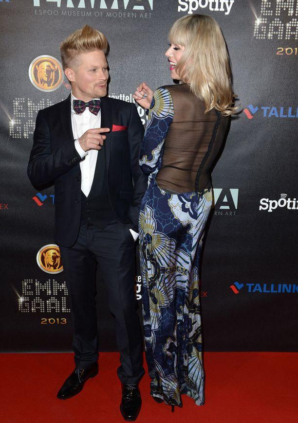 Emmat juontanut Anne Kukkohovi oli seksikkäässä iltapuvussaan kenties gaalan upein. Mesh-selkämys on supertrendikäs.