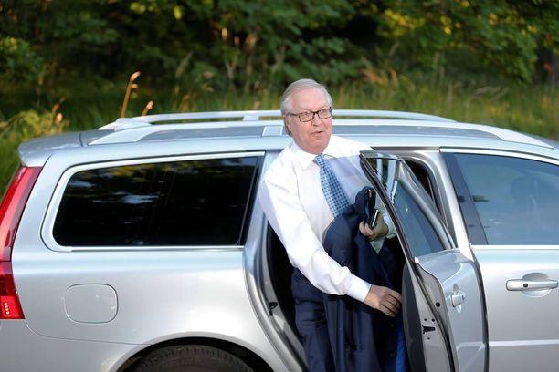Akavan puheenjohtaja Sture Fjäder (kok) sanoo, että suurmielenosoitusta ei peruta.