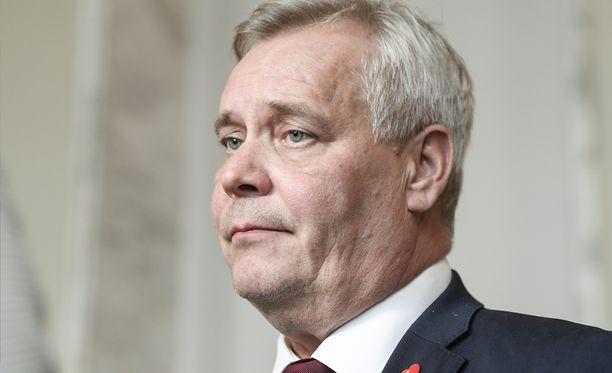 Vaikka SDP:ssä pääministeri vaihtuu, näyttää näillä näkymin siltä, että Rinne jatkaa puolueen puheenjohtajana ensi kesän puoluekokoukseen asti.
