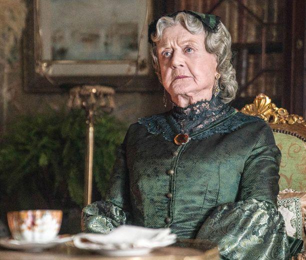 Angela Lansbury nähdään Josephine Marchina kaikissa kolmessa minisarjan osassa.