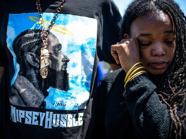 Fanit surevat maaliskuun lopussa ammuttua rap-artisti Nipsey Husslea.