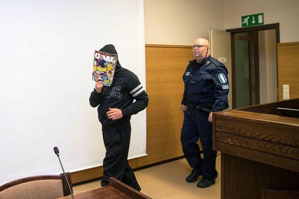 Murhasta syytetyistä nuorempi kertoi avopuolisonsa mukaan pakomatkalla pelkäävänsä elinkautista.