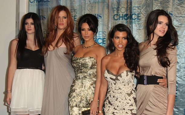Vasemmalta oikealle: Kylie Jenner, Khloé Kardashian, Kim Kardashian, Kourtney Kardashian ja Kendall Jenner. Kuva vuodelta 2011.