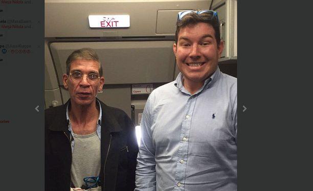 Brittimiehen ottama selfie on levinnyt sosiaalisessa mediassa.