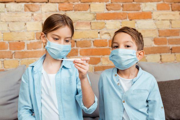 Lapsilla koronavirustartunta on yleensä oireeton, joten kaikkia kaikkia viruksen saaneita lapsia ei ole välttämättä aiemmin testattu. Kuvituskuva.