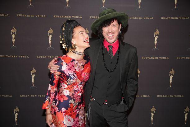 Rakastuneet Meeri Koutaniemi ja Sami Yaffa kuvattuna yhdessä viime vuonna.