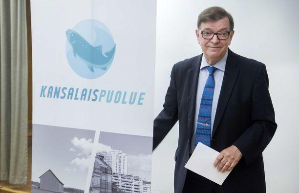 Paavo Väyrynen pyrkii nyt neljättä kertaa presidentiksi. Tällä kertaa hän on ehdolla valitsijamiesyhdistyksen kautta.