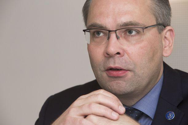 Puolustusministeri on ottanut kantaa Lemmenjoen tapahtumiin.