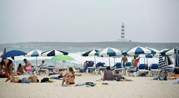 Rantaelämää Menorcan saarella. Marylandissa amerikkalaisnainen hukkui hiekkaan.