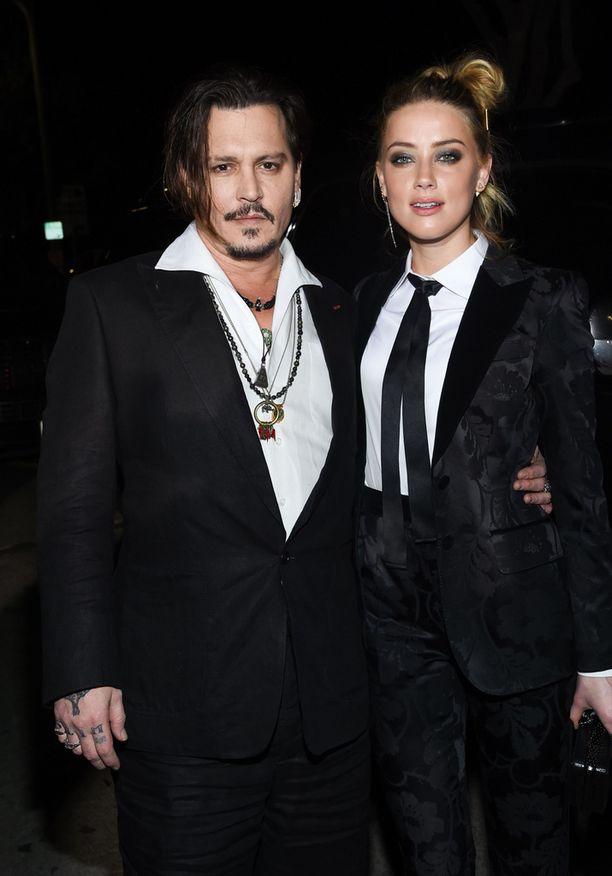 Johnny Deppin ja Amber Heardin avioliitto kesti vain vähän yli vuoden.