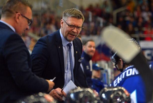 Jukka Jalonen teki yhden sentterimuutoksen Slovakia-otteluun.