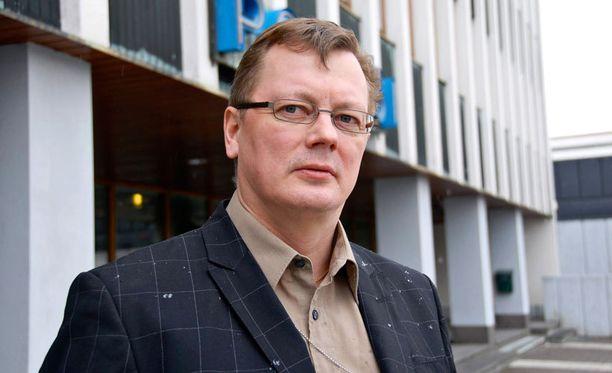 Juha Joutsenlahti ehti toimia Auerin tapauksen tutkinnanjohtajana ensimmäisen vuoden ja kahdeksan kuukautta. Joutsenlahti kiisti tuolloin, että tutkinnanjohtajan vaihtoon liittyisi dramatiikkaa.