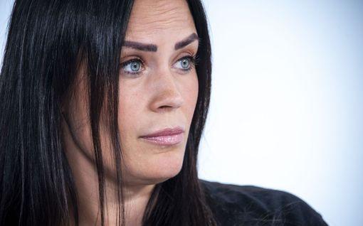 """Martina Aitolehti puhuu podcastissa traagisesti kuolleesta siskostaan: """"Päätimme yhdessä että enää ei apua heru"""""""