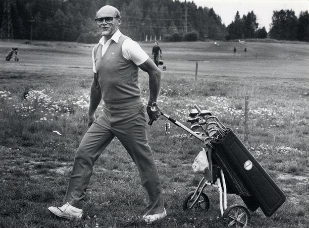 Spede pelasi rakasta golfiaan loppuaikoinaan erityisen vimmaisesti. Golf ei kuitenkaan riittänyt pitämään terveyttä yllä, koska samalla hän tupakoi ja oli rasvaisen ruoan ystävä.