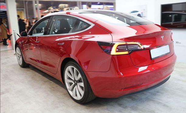 Pikku-Teslan takapään muotoilua voi sanoa jopa tyylikkääksi.