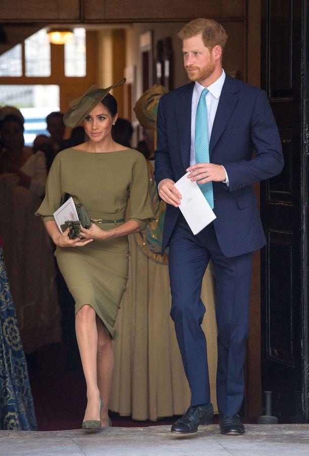 Meghan ja Harry edustivat kastetilaisuudessa tyylikkäinä.
