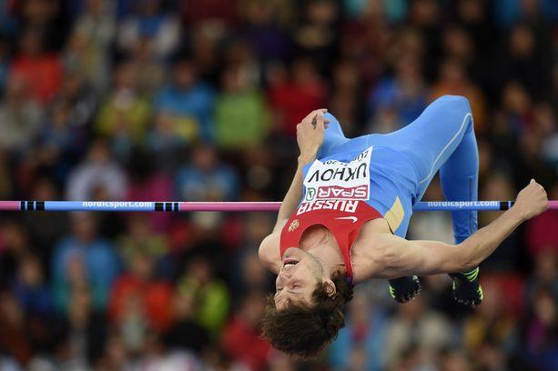 Dopingtuomion saanut Ivan Uhov on hypännyt korkeutta parhaimmillaan 242 senttiä, ulkoradoilla 241 senttiä.
