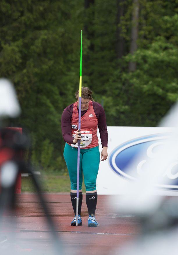Pirkkalalaisen ennätys on 63,03. Hän on uransa aikana kolmessa kisassa heittänyt yli 60 metriä – kaikki kisat olivat vuonna 2015.