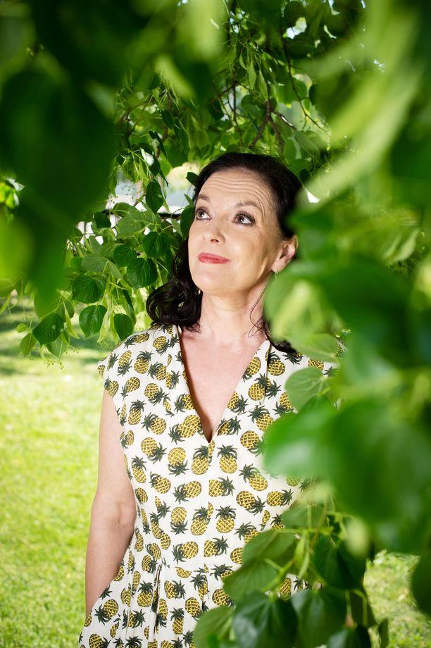 Anna-Leena Härkönen aloitti kirjailijan uransa varhain.