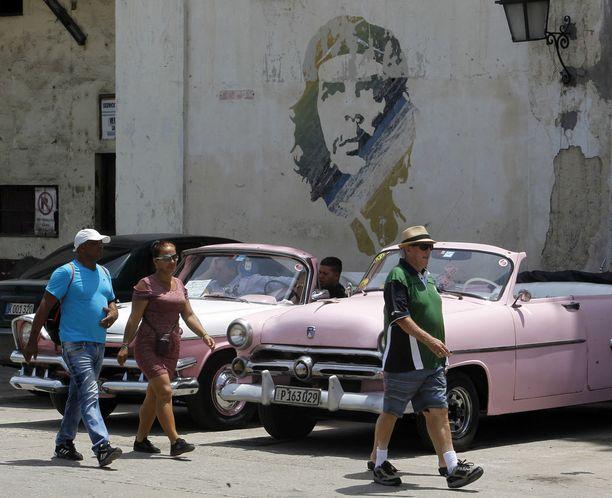 """Vallankumoustaistelija Ernesto """"Che"""" Guevara näkyy yhä vahvasti Havannan katukuvassa."""