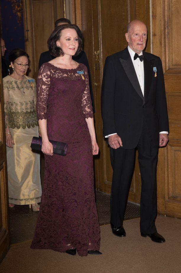 Rouva Jenni Haukio asteli juhlaillallisille yhdessä Bulgarian entisen tsaarin Simeonin kanssa.