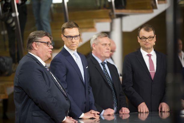 Suurten puolueiden puheenjohtajat Timo Soini (ps), Alexander Stubb (kok), Antti Rinne (sd) ja Juha Sipilä (kesk) seurasivat eduskuntavaalien tuloslaskentaa Pikkuparlamentissa 19.4.2015.