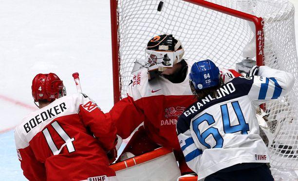 Mikael Granlund (2+0) nosti Leijonien 1-0-maalin.