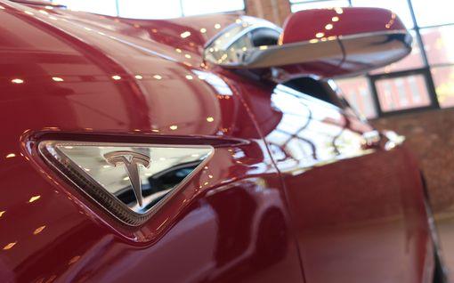 Mika aikoi vaihtaa Teslansa uuteen, mutta vaihtotarjous yllätti ikävästi: Auton ostohinnasta oli sulanut kolmessa vuodessa pois 80 000 euroa