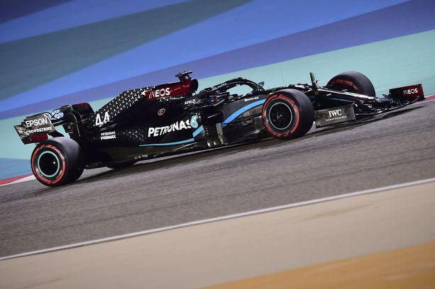 Lewis Hamiltonin vauhti on ollut kohdallaan Bahrainissa.