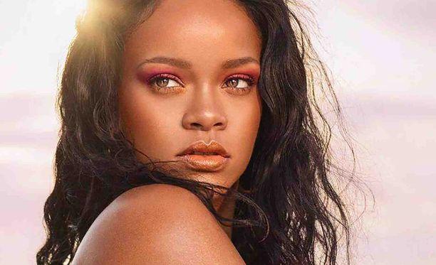 Rihannan alusvaatemallistossa riittää kokoja totuttua laajemmin. Tätä lisää!