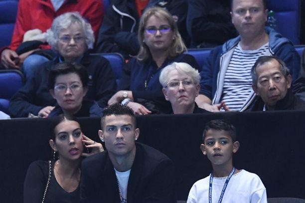 Cristiano Ronaldo kuvattiin seuraamassa ATP-finaaleja tyttöystävänsä Georgina Rodríguezin ja poikansa Cristiano juniorin kanssa viime vuoden marraskuussa.