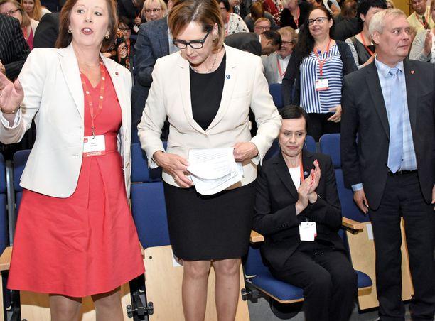 Ennakkosuosikkina pidetty Maarit Feldt-Ranta myönsi olleensa pettynyt hävittyään presidenttiehdokaskisan Tuula Haataiselle.