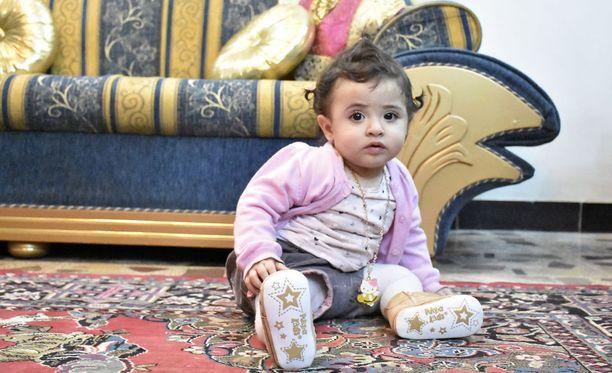 Pian vuoden täyttävä Rafida äidin vanhempien kotona Bagdadissa.