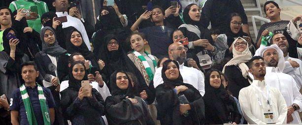 Saudi-Arabiassa naiset pääsivät seuraamaan jalkapallo-ottelua ensimmäistä kertaa tammikuussa 2018.