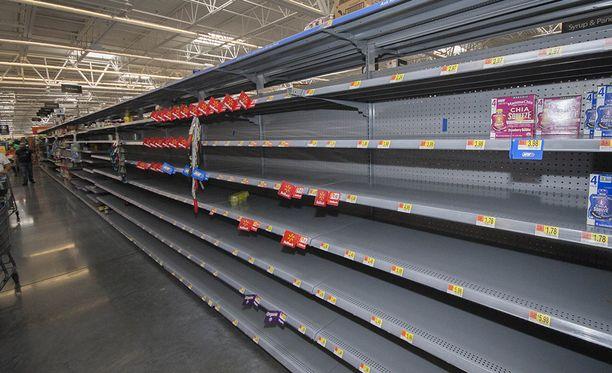 Kauppojen hyllyt tyhjenivät Floridassa.