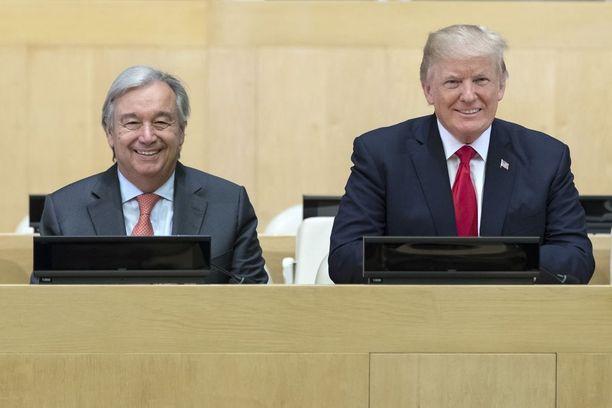 YK:n pääsihteeri Antonio Guterres ja Donald Trump kokouksessa YK:n päämajassa New Yorkissa maanantaina.