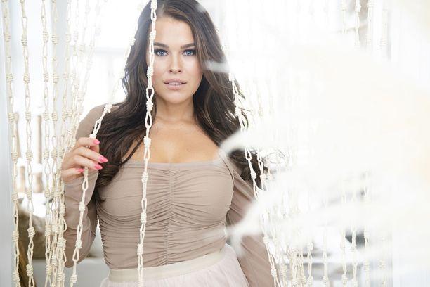 Sara Sieppi on vuoden 2011 Miss Suomi.