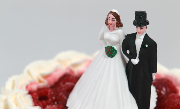 16-vuotiaana avioitunut nainen on ollut naimisissa nyt 17 vuotta.