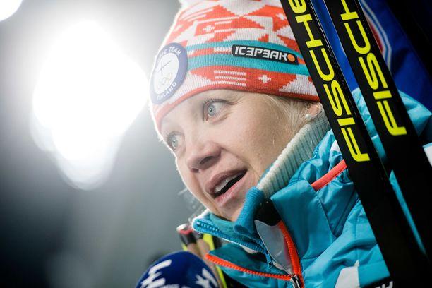Kaisa Mäkäräinen (kuvassa) ja Mari Eder veivät Suomen johtoon sekaviestissä.