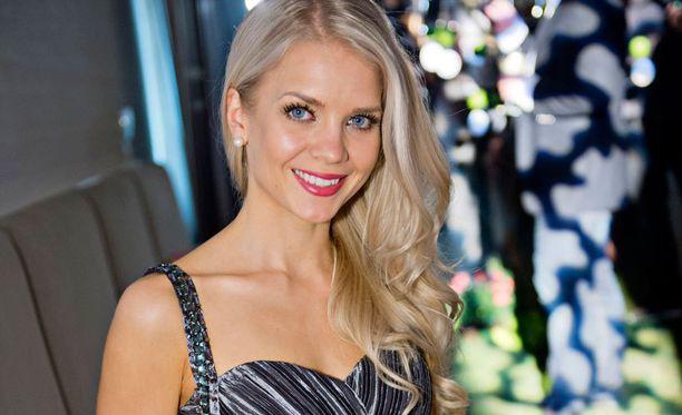 Miss Universum -kisoihin treenaava Lotta Hintsa ei pelkää kuntokuurin vievän vanhoille teille.