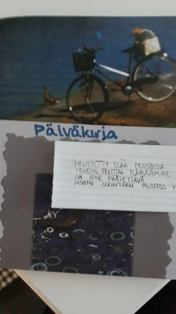 Tuula sai apua päiväkirjan kirjoittamisesta ja pyöräilystä rannalle. - Aaltojen lyödessä rantaan tuntui, että kipu oli pienempi.