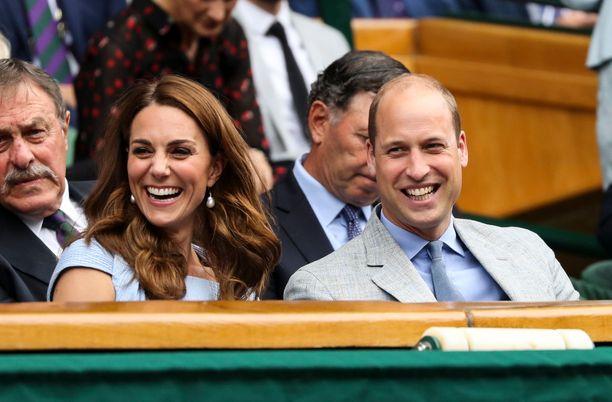 Herttuaparin perheeseen kuuluvat vanhempien lisäksi prinssi George, prinsessa Charlotte ja prinssi Louis. Prinssi Louis syntyi huhtikuussa 2018.