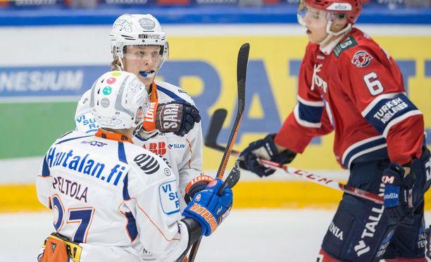 Patrik Laine viimeisteli Tapparan 2-0-maalin.