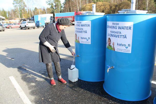 Anja Vanninen haki puhdasta vettä keskiviikkona.