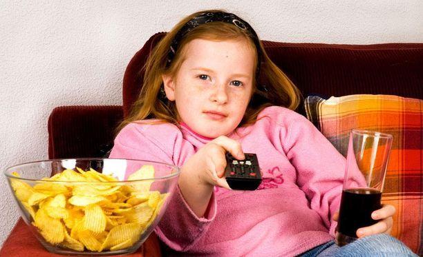 Terveelliset elintavat olisi hyvä omaksua jo lapsuudessa, jotta aikuisena ei sairastuisi sydän- ja verisuonitauteihin.